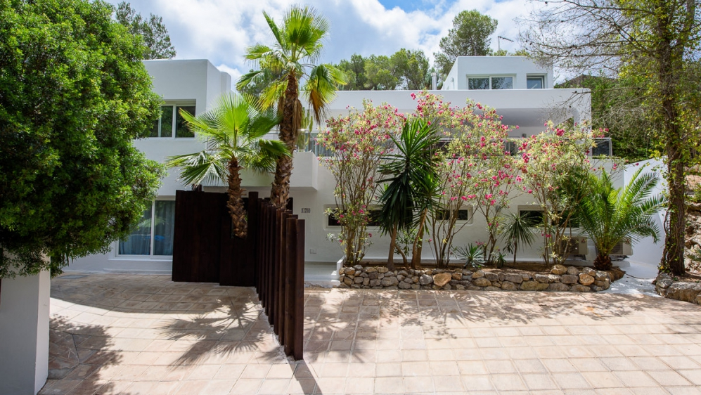 Moderne villa met verhuurverguning dichtbij Ibiza stad