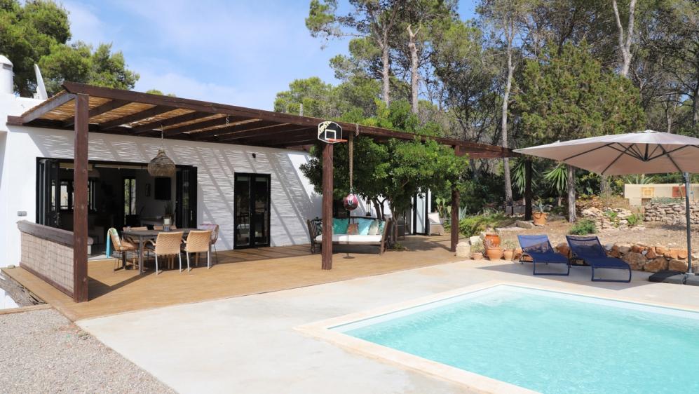 Super leuke volledig gerenoveerde Ibiza villa dichtbij het strand van Cala Vadella