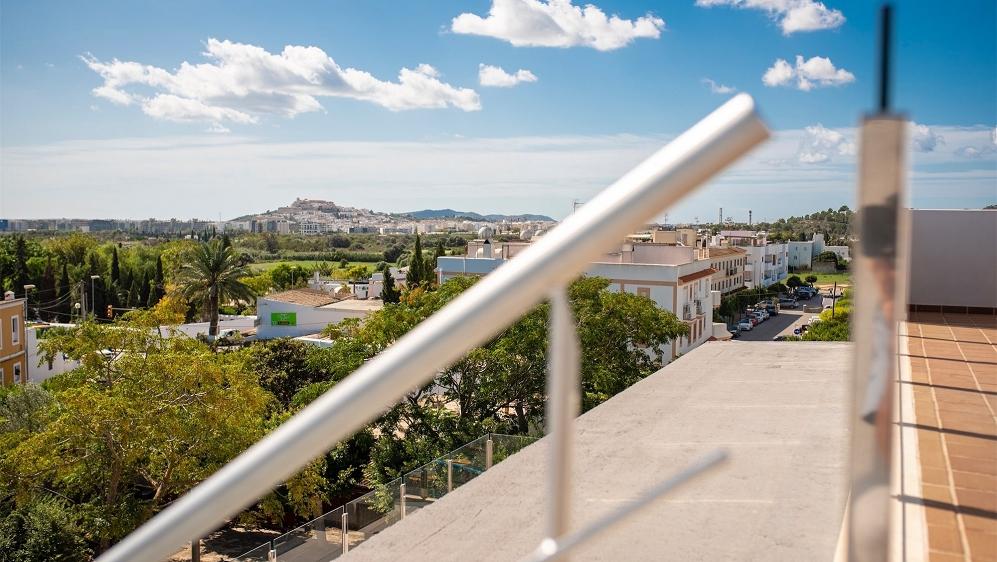 Schitterend 4 slk penthouse in het hart van Jesus met uitzicht op Dalt Vila en de zee