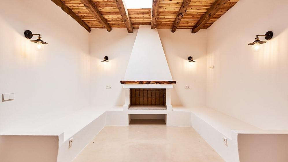Renovated modern finca for sale near San Jose