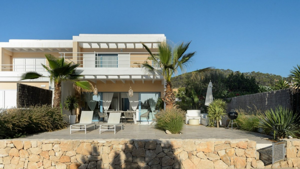 Stunning frontline townhouse with panoramic sea views