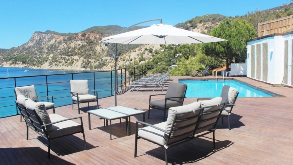 Impressive frontline villa in Es Cubells