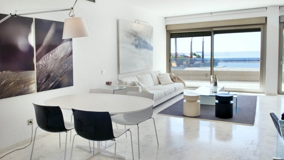 Beautiful seafront apartment in Playa d'en Bossa