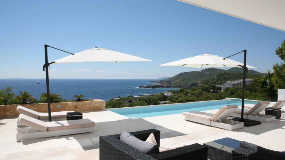 Stunning contemporary villa with spectacular views