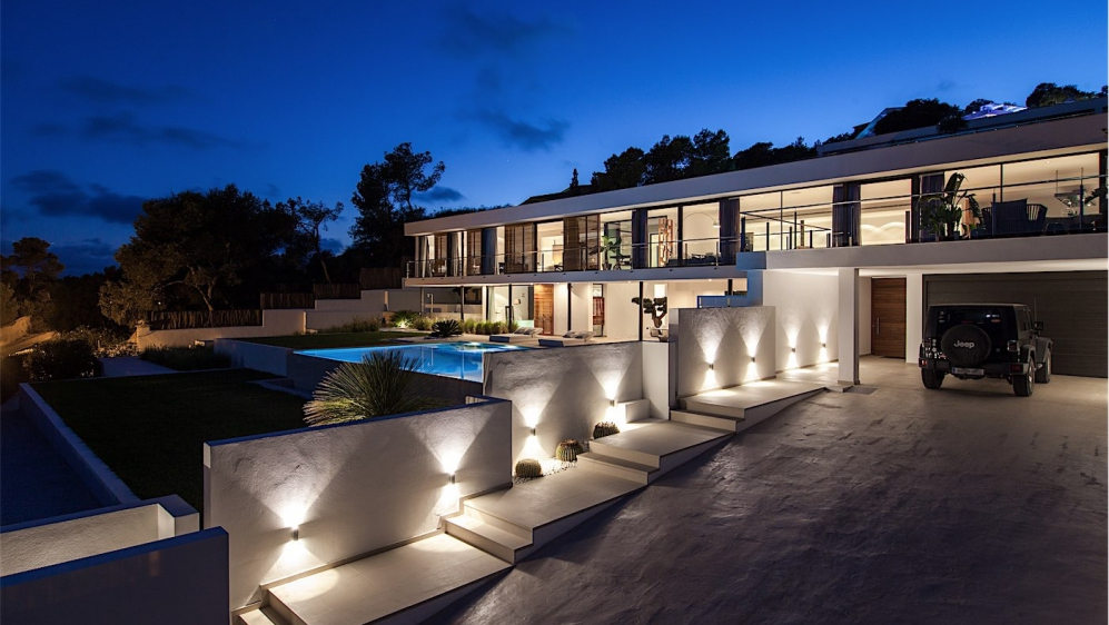 Stunning contemporary design villa in secure residence